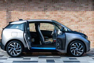 אפל מנהלת משא ומתן עם BMW לפיתוח רכב חשמלי משלה