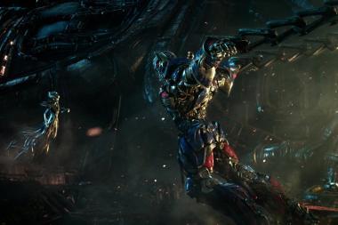 """צפו: טריילר חדש ומרשים לסרט """"רובוטריקים: האביר האחרון"""""""
