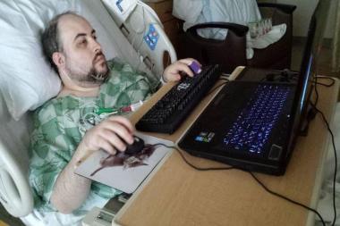 """מבקר המשחקים ג'ון ביין הידוע בכינויו """"TotalBiscuit"""" הלך לעולמו בגיל 33"""